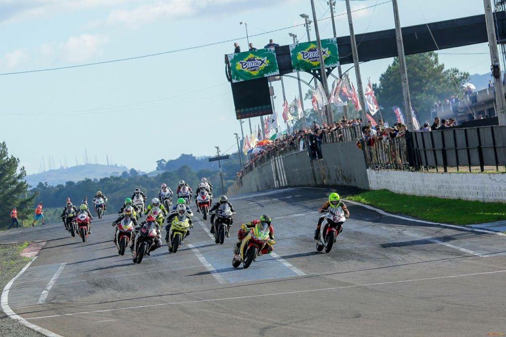 Dupla Charrua Racing conquista segunda colocação