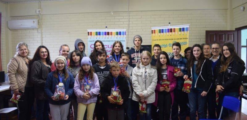 Alunos premiados escola Antonio Burin - Erechim