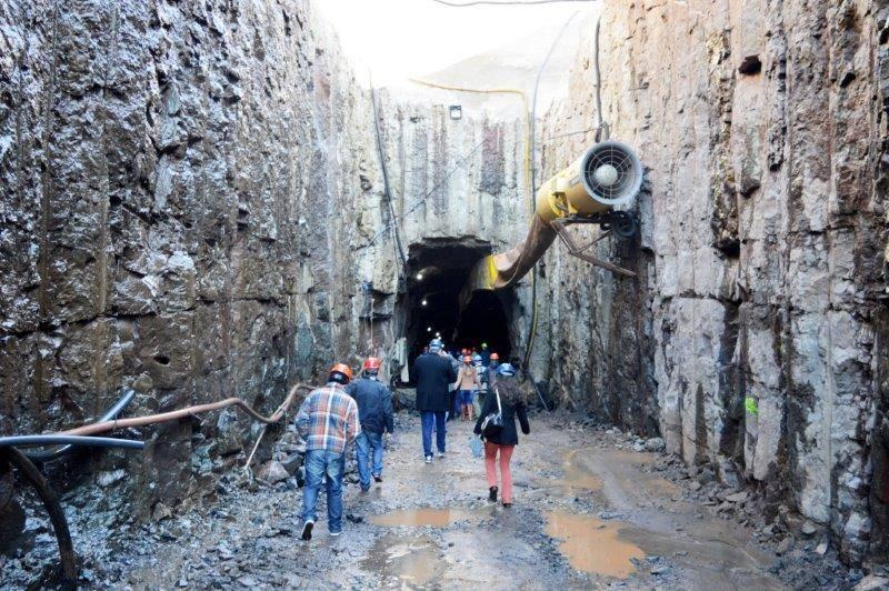 Ceriluz associados entrando no túnel da usina Sede II