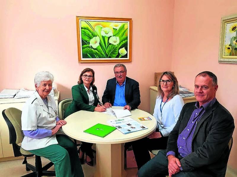 Assinatura do convênio entre hospital e Certel