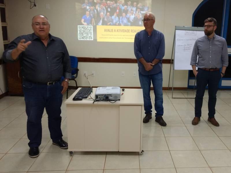 Presidentes Iloir e Stefanello e o diretor da escola do cooperativismo Mário de Conto