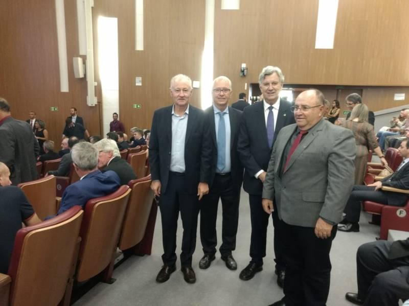 Da direita – no evento - presidente Iloir, senador Luiz Carlos Heinze, presidente Stefanello e presidente Elemar Batistti da Creluz