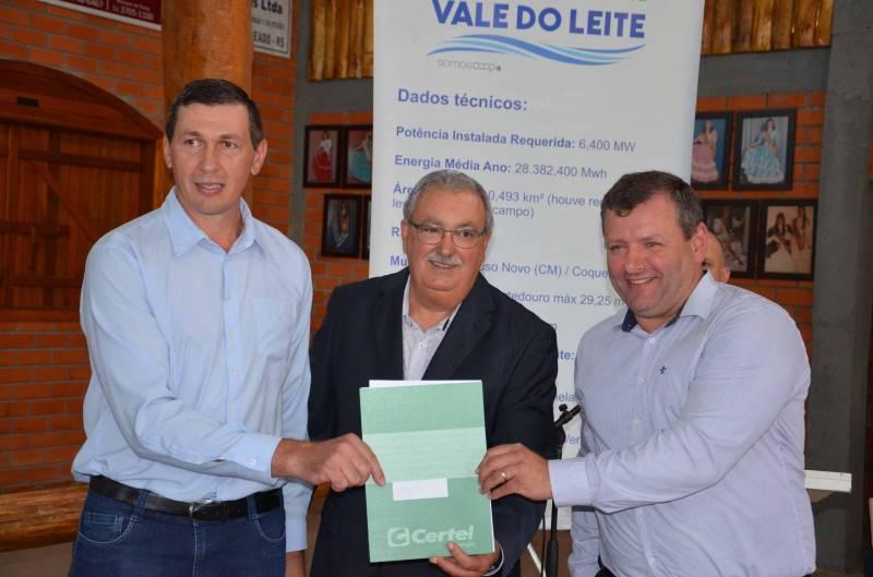 Hennemann com prefeitos de Pouso Novo e Coqueiro Baixo