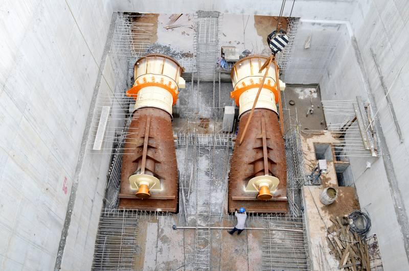 Turbinas já foram abaixadas ao seu local definitivo, cabendo agora ajustes conforme a instalação de conexões e condutos.
