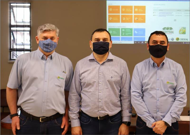 Gerente comercial da Creral, Waldir Pavlak, presidente da Creral, João Alderi do Prado e o advogado Luiz Fernando Faller