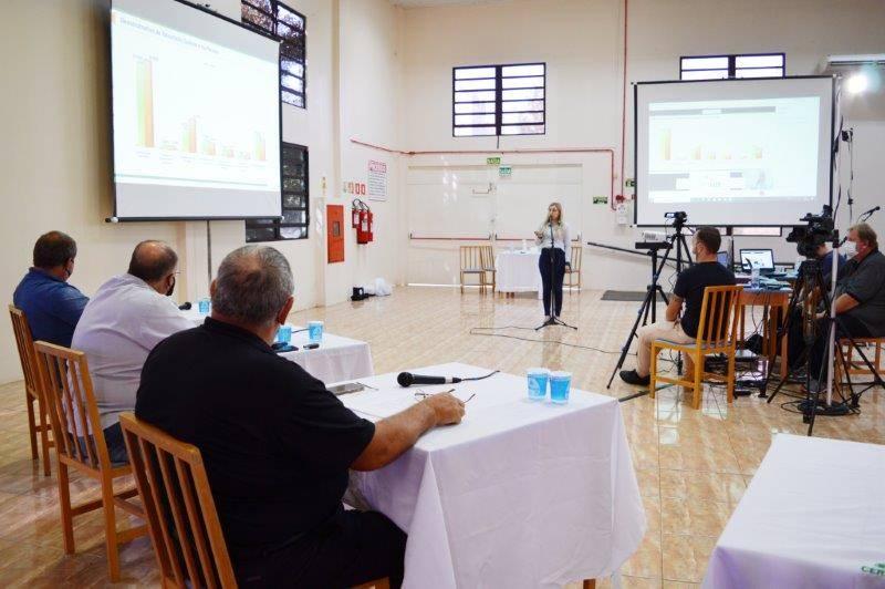 Resultados contábeis e operacionais foram apresentados pelos contadores para os associados participantes de forma presencial ou online
