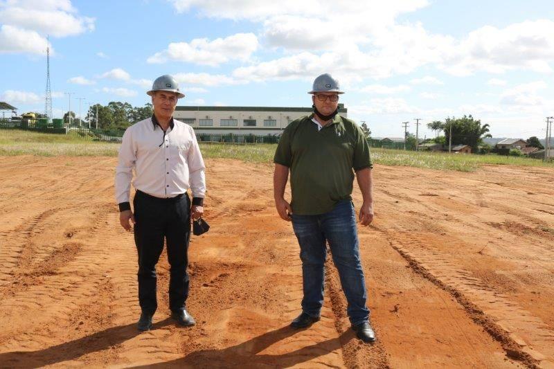 Vice-Presidente e Presidente da Coopernorte no local onde sera instalada a usina