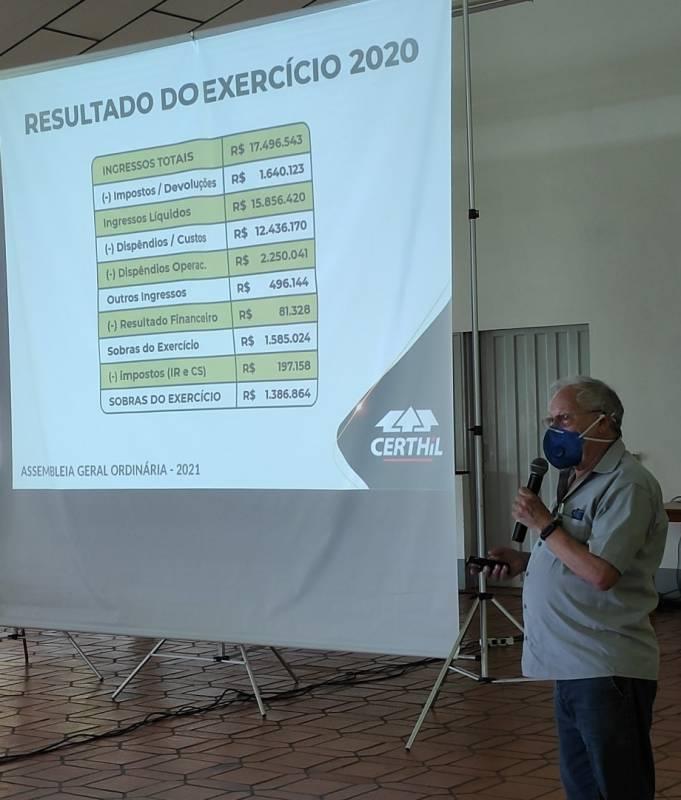 Assessor da Certhil - Edelmar Barasuol apresenta o desempenho do exercício