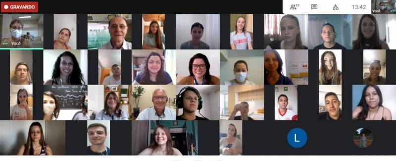 Jovens aprendizes da Coprel em aula inaugural digital