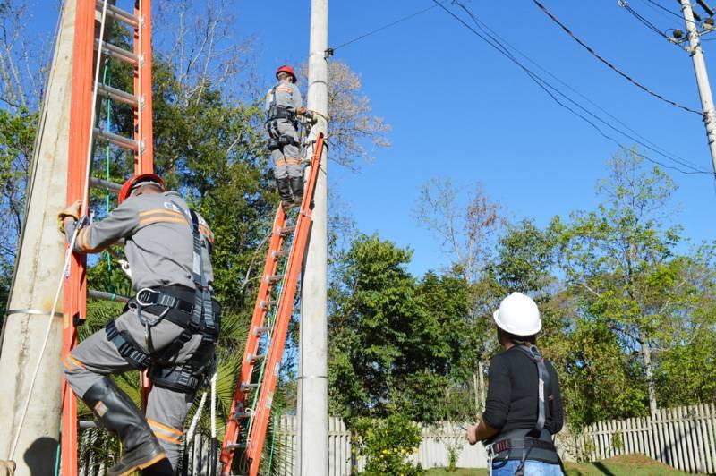 Simulações na maquete de rede de energia, maior segurança nas operações e para os operadores