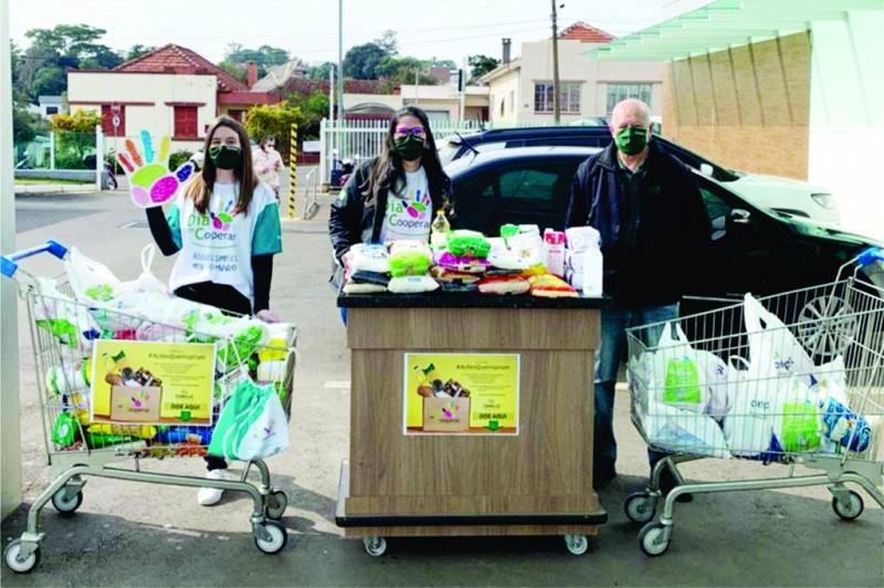 Ceriluz, funcionários e dirigentes fizeram coleta de alimentos em vários locais da região